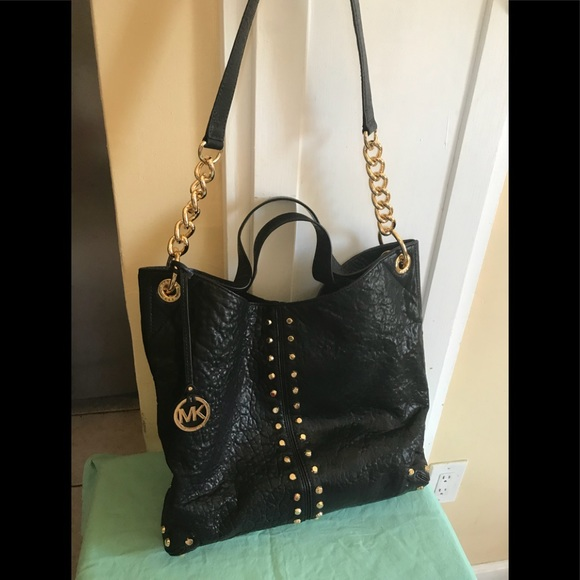 b103cdac3745 ... wholesale michael kors uptown astor large shoulder tote bag ccf38 e9a64
